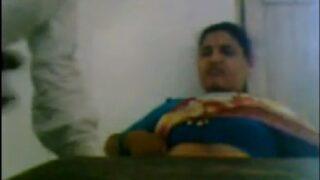 Desi teacher aunty showing boobs in saree