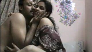 Telugu aunty shaved pussy porn video